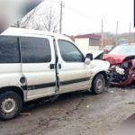 На Днепропетровщине столкнулись Renault и Peugeot: пострадали женщина и 3-летняя девочка