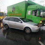 На «свадебном перекрёстке» в Кривом Роге столкнулись Mercedes и Chevrolet, — ФОТО