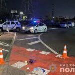 В Киеве пьяный водитель грузовика снес двух человек
